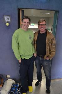 Ex-Schulleiter Gerhard Schlotter stattete auch diesmal dem Camp einen Besuch ab und nahm sein zwanzigstes Ostercamp-T-Shirt in Empfang :-)